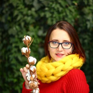 Fular impletit manual din lana merinos auriu