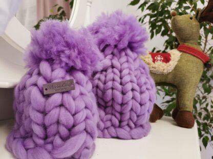 Caciulite impletite manual din lana merinos