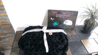 patura implatita manual din lana merinos neagra MerinoCraft