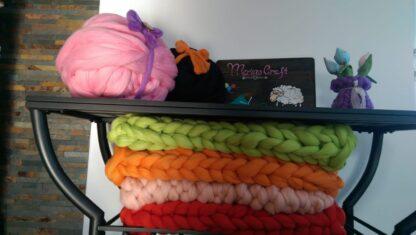 paturica bebe impletita manual din lana merinos cu fir gigant