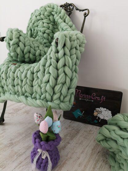 patura impletita manual din lana merinos verde crud
