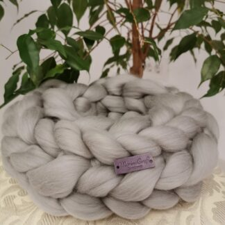 Fular impletit manual din lana merinos cu fir gigant argintiu