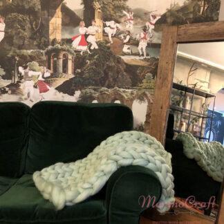Patura impletita manual din lana merinos verde menta 70cm